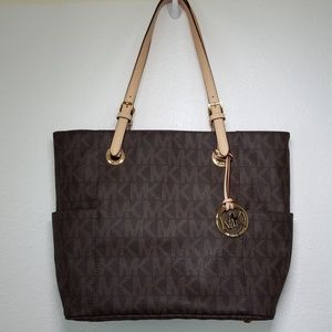 MICHAEL KORS Jet Set Handbag with Side Pockets